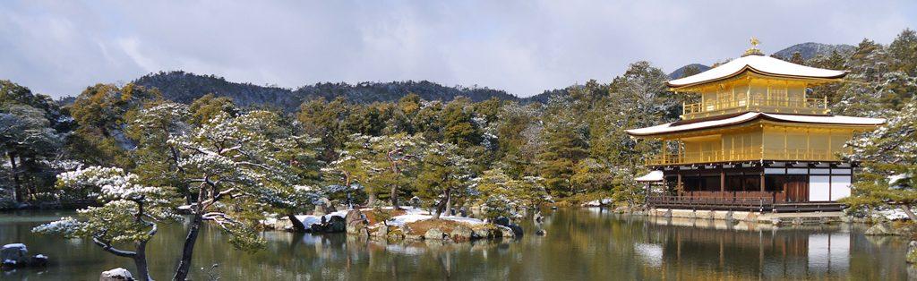 雪の京都・金閣寺